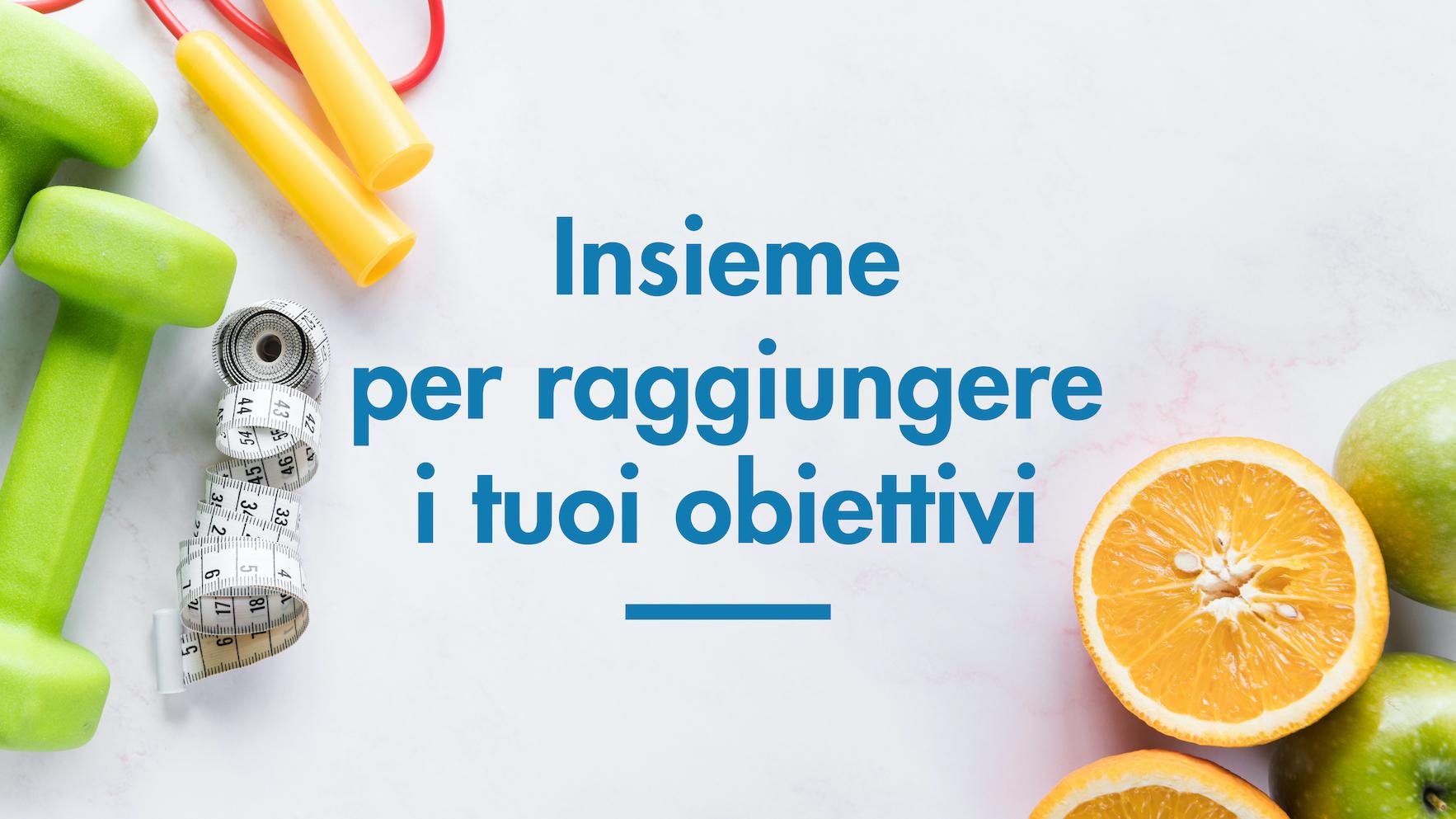 Immagine di frutta e attrezzi per palestra e slogan di Studio Benessere360